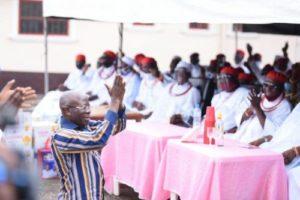 Oshiomole Kneels to beg Edo Elders