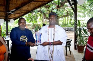 SDNON presents award to Olowu of Kuta Kingdom over contribution to culture, tradition development in Yorubaland